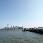 New York: Blick von Liberty Island nach Manhattan
