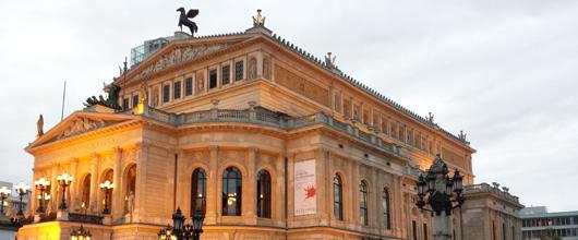 Die Alte Oper am frühen Abend