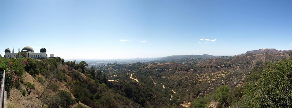 Blick über L.A., fotografiert vom Griffith Observatory aus. Ganz rechts: Das Hollywood Sign. © Tanja Banner