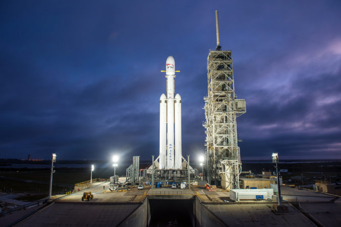 Die Falcon Heavy am Startplatz 39A. © SpaceX