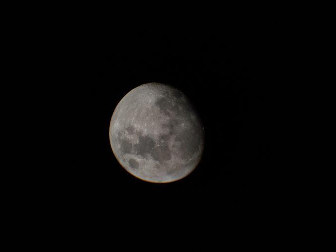 Der Mond, zu 92% beleuchtet. &copy, Tanja Banner