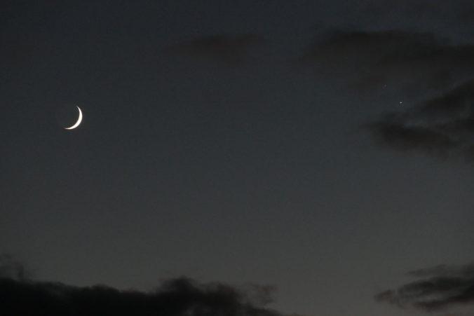 Der Mond mit Jupiter und Saturn